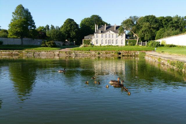 le chateau & le bassin avec canard
